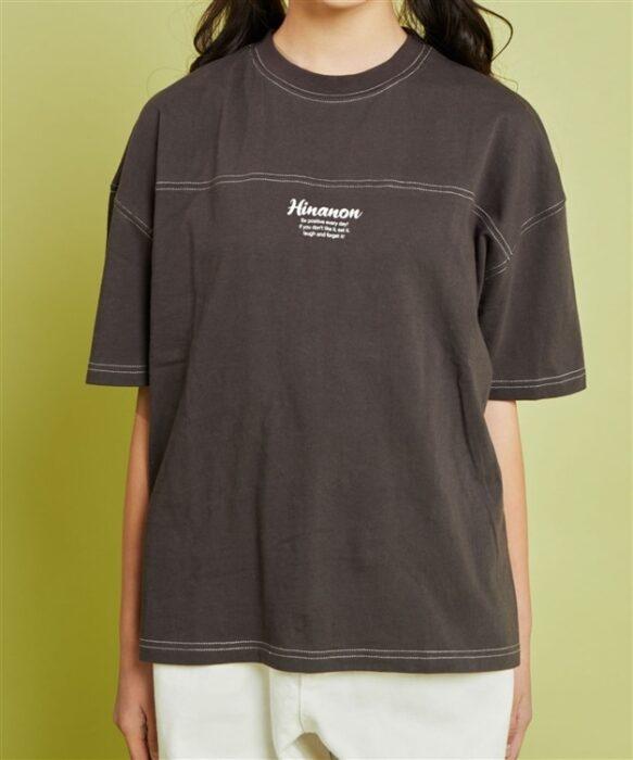Hinanon カラーステッチロゴTシャツ